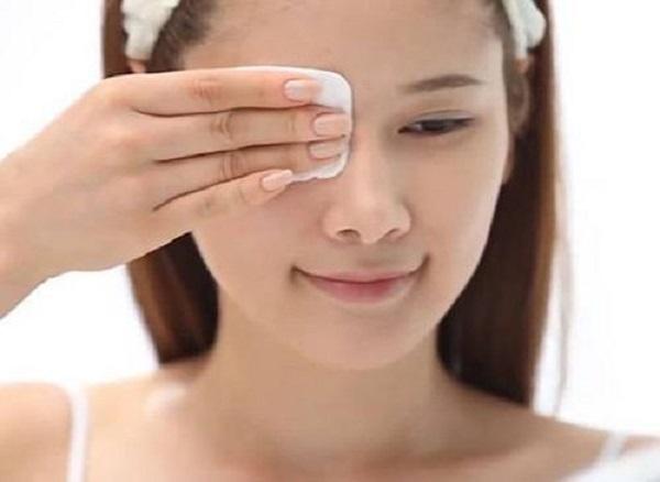 Nước hoa hồng có tác dụng dưỡng ẩm da